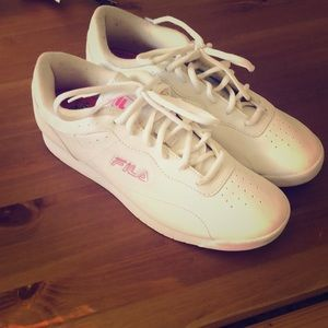 Retro tennis shoe